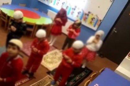3 yaşındaki çocuklara takkeli türbanlı namaz kıldırıldı