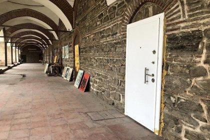 510 yıllık hana çelik kapı taktılar