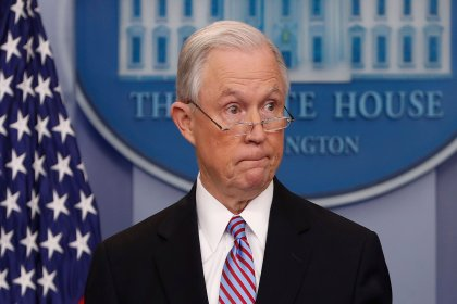 ABD Adalet Bakanı Sessions, Trump'ın talebi üzerine istifa etti