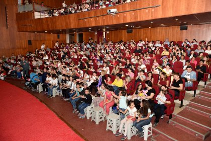 Adana'da mevsimlik tarım işçilerinin çocukları tiyatro ile buluştu