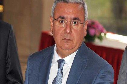 AKP'li Metiner'den Özgür Özel'e tehdit: Seni uyarıyorum, dikkatli ol. Yoksa senin o dilini de uzattığın parmaklarını da bükmesini biliriz
