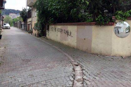Akşener'in evinin karşısına 'Her an her şey olabilir' yazan 2 kişi gözaltına alındı