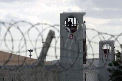 Aydın'da tedaviyi kabul etmeyen mahkum, doktoru bıçaklayıp firar etti
