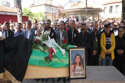 Ayvalık'ta kazada ölen üç genç toprağa verildi