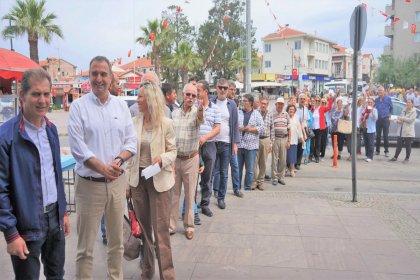 Ayvalık'ta Muharrem İnce'ye bağış kuyruğu oluşturuldu: 'Türkiye'nin değişimi için Ayvalık'ta heyecan var'