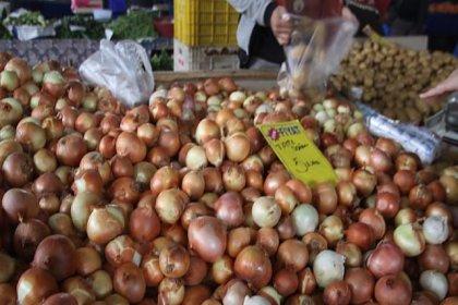 Bakanlık fiyatı ikiye katlanan soğanın peşinde: 200 bin ton soğan depolarda tutuluyor