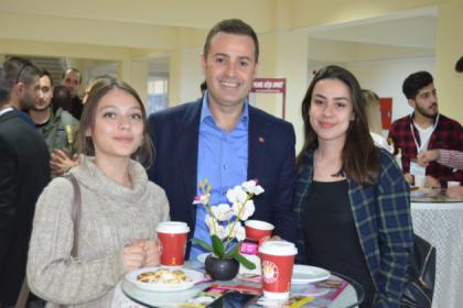 Balıkesir Büyükşehir Belediye Başkan adayı Akın: Balıkesir'de gençlerimize daha çok sahip çıkacağız