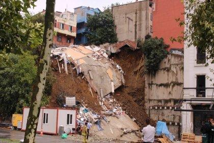 Beyoğlu'nda çöken 4 katlı binanın sahibi: Arda Turan aramazsa dava açacağız