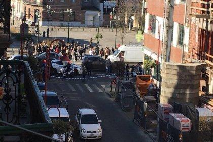 'Brüksel'de polis silahlı kişilerin bulunduğu binayı kordon altına aldı'