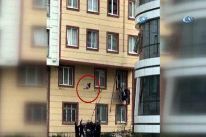 Camdan düşen çocuğu havada yakaladılar!