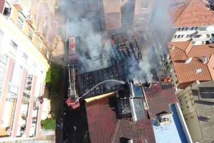 Çatı katında et kavururken binayı yaktı