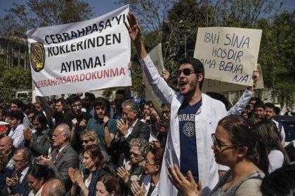Cerrahpaşa Tıp Fakültesi'nde üniversitelerin bölünmesine karşı protesto