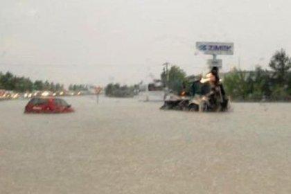 Sel nedeniyle karayolu trafiğe kapandı