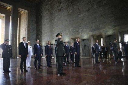 Erdoğan ve YAŞ üyeleri Anıtkabir'i ziyaret etti