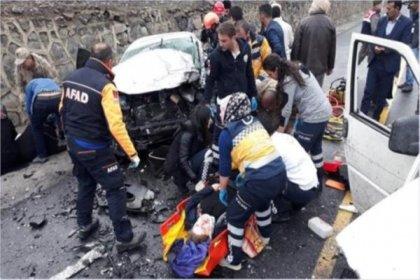 Erzurum'da feci kaza: 1'i çocuk 5 kişi öldü
