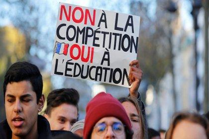 Fransa'da liselilerden 'Kara Salı' protestosu: Eğitim reformuna 120 okulda tepki
