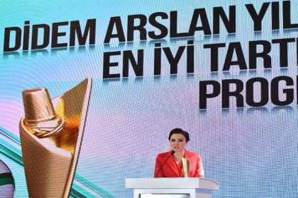 Gazeteci Didem Arslan Yılmaz'a Uluslararası Mevlana Barış Ödülü