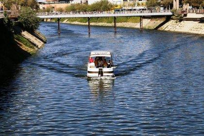 Gezi teknesi kirli sulardan arındırılan Asi'de yerini aldı