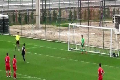 Hatalı penaltı kararını protesto eden Altınordu'lu futbolcu sosyal medyanın gündeminde
