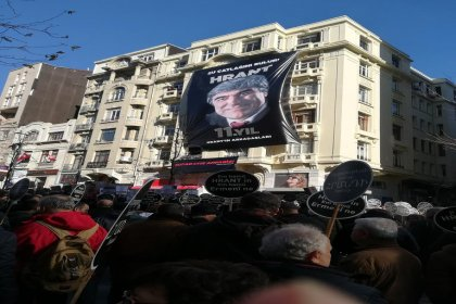 Hrant Dink, ölümünün 11'inci yılında vurulduğu yerde anıldı