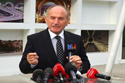 İBB meclisinde Topbaş krizi çıktı; CHP'li Zeybek, 'Topbaş Nerede?'