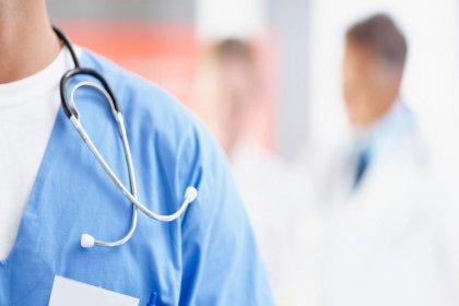İlave ücreti maaşından kesinden doktor hakkında mahkemeden karar: Ücret emeğin karşılığıdır, koşulsuz ödenmelidir