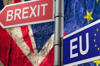 İngiltere'de Brexit krizi: 2 bakan istifa etti!