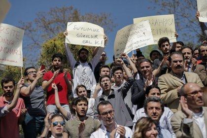 İstanbul Üniversitesi'nde 'bölünme' protestosu: 'Bu çınar devrilirse altında önce siz kalırsınız'