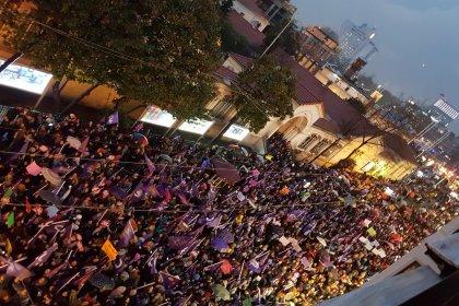 İstiklal'de büyük yürüyüş: Kadınlar tek yumruk oldu!