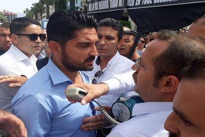 İzmir'de belediye işçilerinin yürüyüşüne polis engeli
