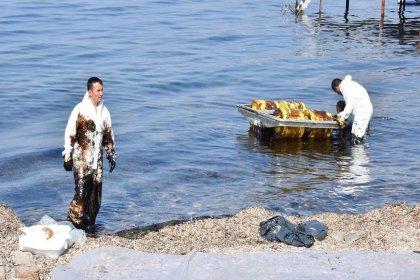 İzmir'de petrol sızdıran gemiye 1 milyon 644 bin 742 lira ceza