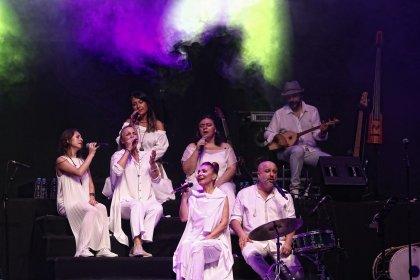 Kardeş Türküler, 25. yılını sanatçı dostlarıyla kutladı