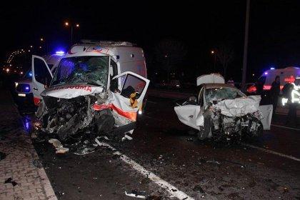 Kayseri'de ambulans ile otomobil çarpıştı: 6 ölü
