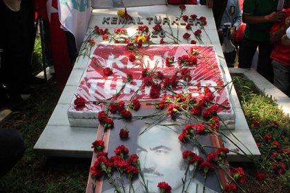 Kemal Türkler katledilişinin 38'inci yılında mezarı başında anıldı