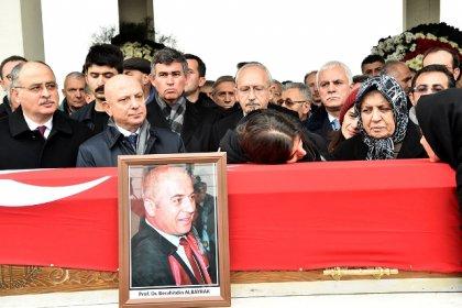 Kılıçdaroğlu, Ankara'daki tren faciasında yaşamını yitiren Prof. Berahitdin Albayrak'ın cenaze törenine katıldı
