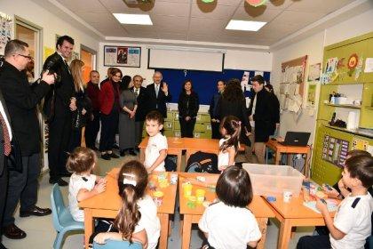Kılıçdaroğlu, Özel Taş Okulu'nu ziyaret etti