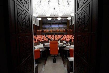 Meclis'te kırmızı yerine turkuaz renge dönüştürülen halıların maliyeti 1 milyon 350 bin lira