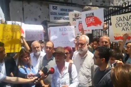 Mimar Sinan Devlet Konservatuvarı'nın kapatılması kararı okul önünde protesto edildi
