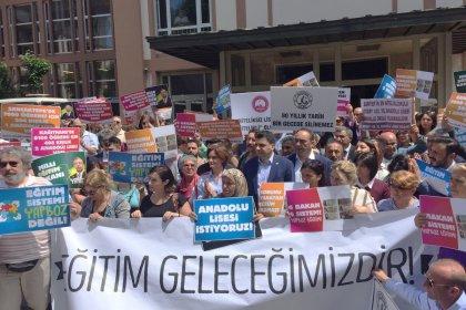 Öğrenci ve velilerden Milli Eğitim Müdürlüğü önünde LGS eylemi