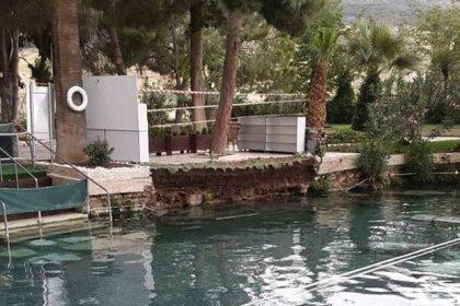 Pamukkale'de, antik havuzdaki beton duvar çöktü