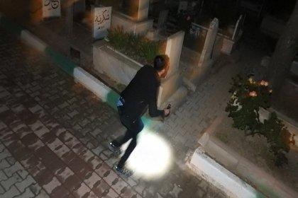 Polis, geceleri mezarlığa gidip ağlayan kızın peşine düştü