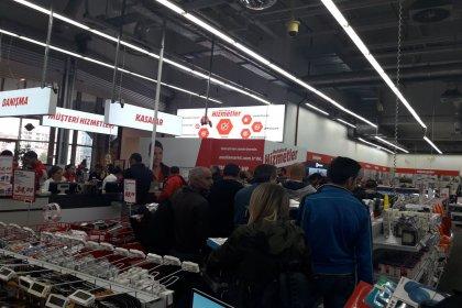 Real ve Uyum Makro işçileri Media Markt'ta kasa kilitleme eylemi yaptı