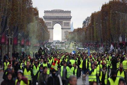 Sarı Yelekliler neden sokaklara çıktıklarını anlattı: Ucu ucuna bile geçinemiyoruz artık