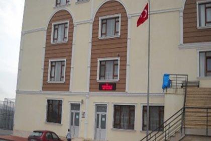 Sarıklı, cübbeli ders verilen okula MEB 'sağlam' dedi, belediye 'çürük raporu' verdi