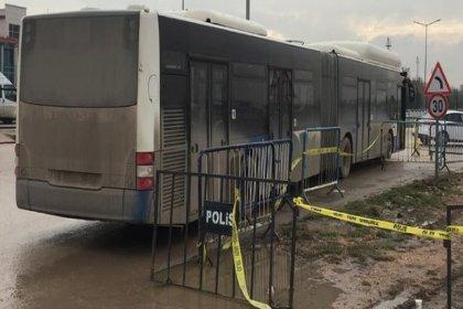 Sincan cezaevi önünde servis bekleyen gazi ve avukatlara otobüs çarptı