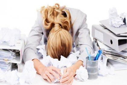Stresli ve yoğun iş hayatı olan kadınlar erken menepoza giriyor