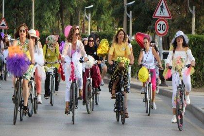 'Süslü Kadınlar' Dünya Otomobilsiz Kentler Günü için pedal çevirdi