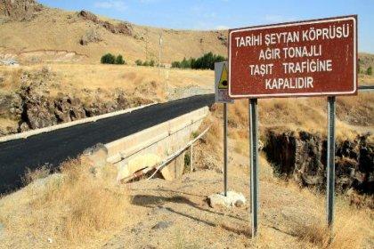 Tarihi köprüyü asfaltladılar!