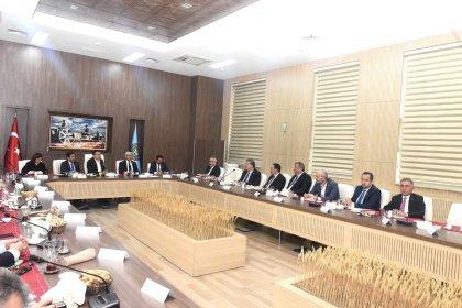 Tarım, Orman ve Köyişleri Komisyonu üyeleri, Bakan Pakdemirli ile görüştü