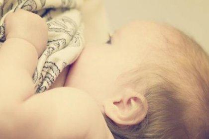 Trans bir kadın ilk kez bebek emzirdi